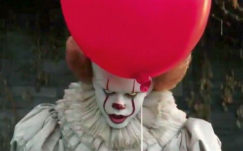 Bill Sarsgard returns as Pennywise in It Chapter 2