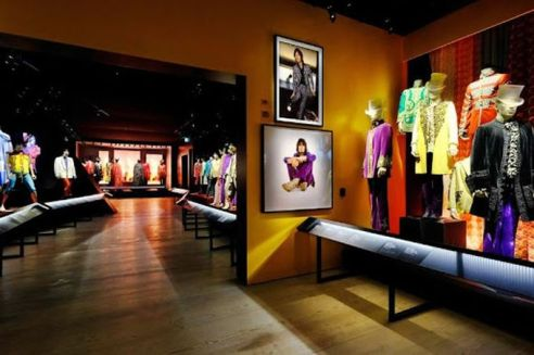 Exhibitionism Gallery Image 1
